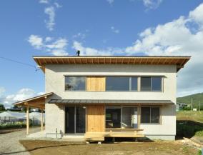 里山に暮らす家